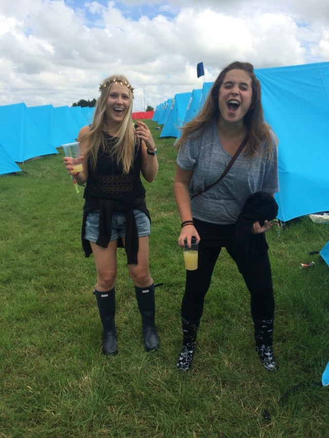 Glastonbury_2014_worthy_view_friends