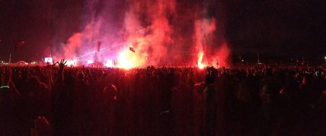 glastonbury_2014_pyramid_stage_fireworks