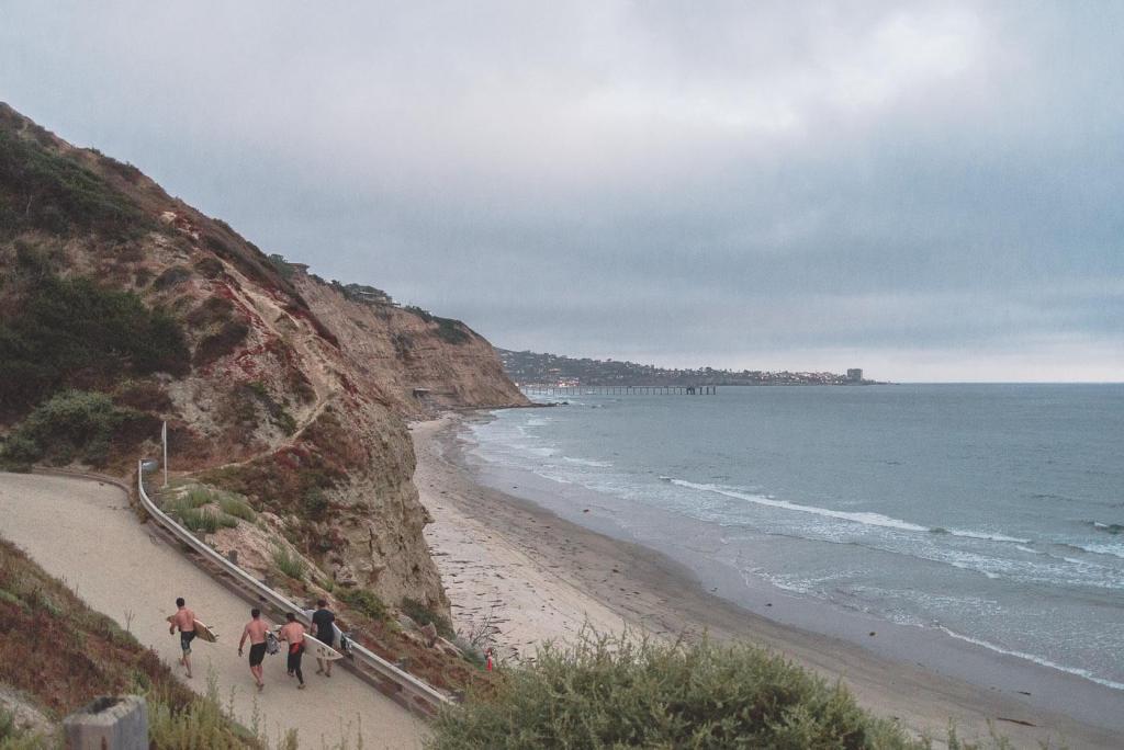 surfers bij San Diego strand