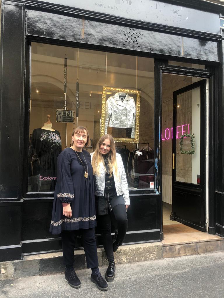 boutique éphémère Loane et Frédérique devant