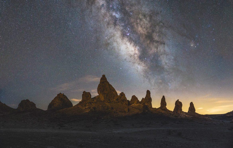 Astrophotographie de la voie lactée au Trona Pinnacles