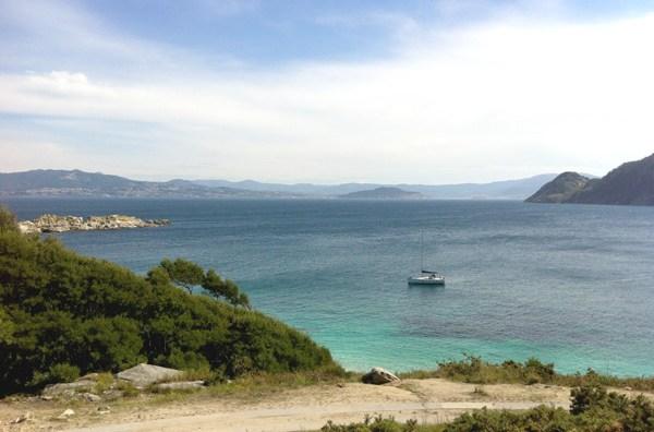 Per chi sa manovarere una barca, non c'è modo migliore per raggiungere alcune spiagge delle Cíes