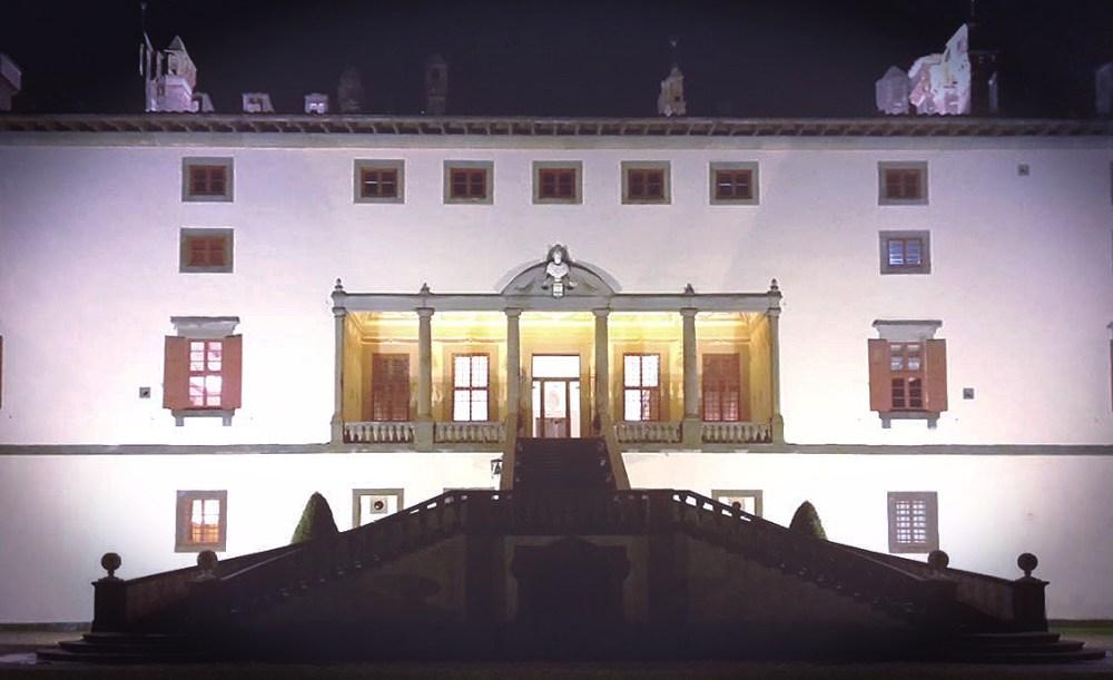 La Villa Medicea di Artimino vista di notte, foto di Caterina Chimenti / Lonely Traveller