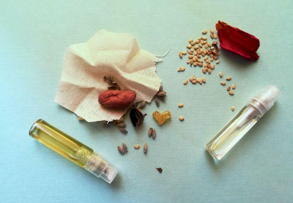 Alcuni degli ingredienti base delle essenze che costituiscono 'L'Ossido' e 'L'Angelo'