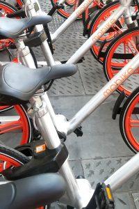 Biciclette Mobike parcheggiate a Firenze (foto: Caterina Chimenti/Lonelytraveller)