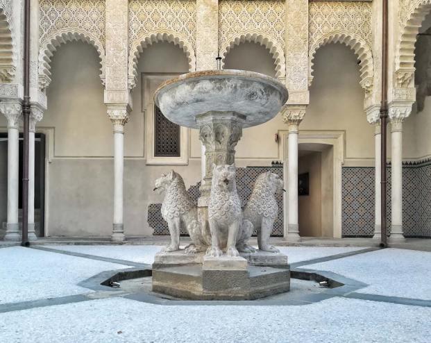 Rocchetta Mattei, dettaglio della fontana dei leoni
