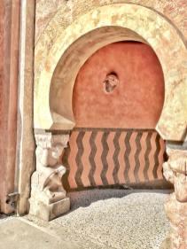Rocchetta Mattei, dettaglio del cortile interno