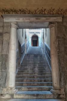 Rocchetta Mattei, scale di accesso alla cappella