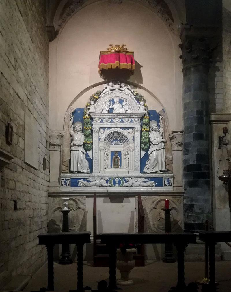 Tabernacolo dei Della Robbia nella chiesa dei Santi Apostoli, Firenze