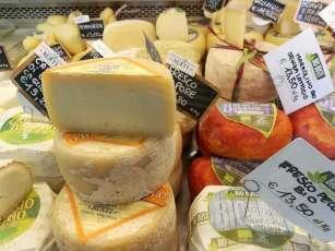 Caseificio Busti vetrina formaggi