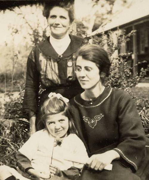 Ella Randell (nee Sinkinson), together with her oldest daughter Ella 'Annie' Randell (age c.22),  and youngest daughter Evelyn Phebe Randell (age c.6)