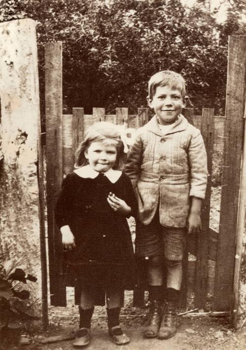 Evelyn & brother Restyn 'Pete' Randell at Salem Glen, 1921