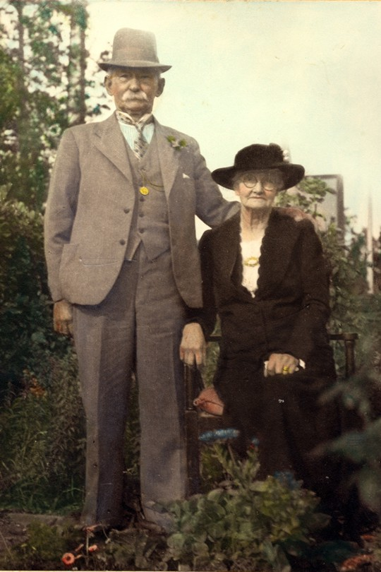 Samuel Phillips and wife Kezia 'Sis' Phillips (nee Beecken), taken 1939