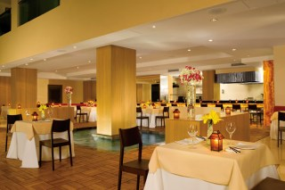 Dreams Huatulco Resort & Spa - Restaurants & Bars - Himitsu offers Pan Asian delicacies and features a sushi bar