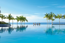 Dreams Los Cabos Suites Golf Resort & Spa - Activities - Friends can relax together on vacation and enjoy the view of the sea