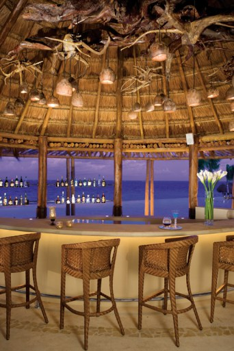 Dreams Riviera Cancun Resort & Spa - Restaurants & Bars - Seaside Oceana Bar