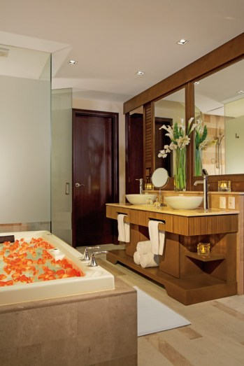 Now Amber Puerto Vallarta - Grounds - Accommodations - Deluxe Bathroom