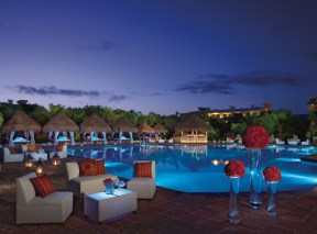 Now Sapphire Riviera Cancun - Bars & Restaurants - Preferred Pool Lounge Party