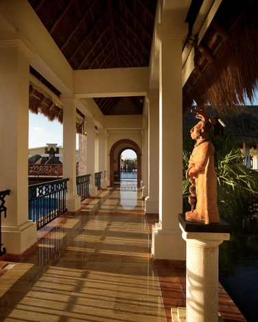 Now Sapphire Riviera Cancun - Grounds - Covered Walkway