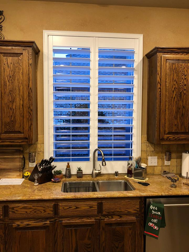 right kitchen sink window treatment