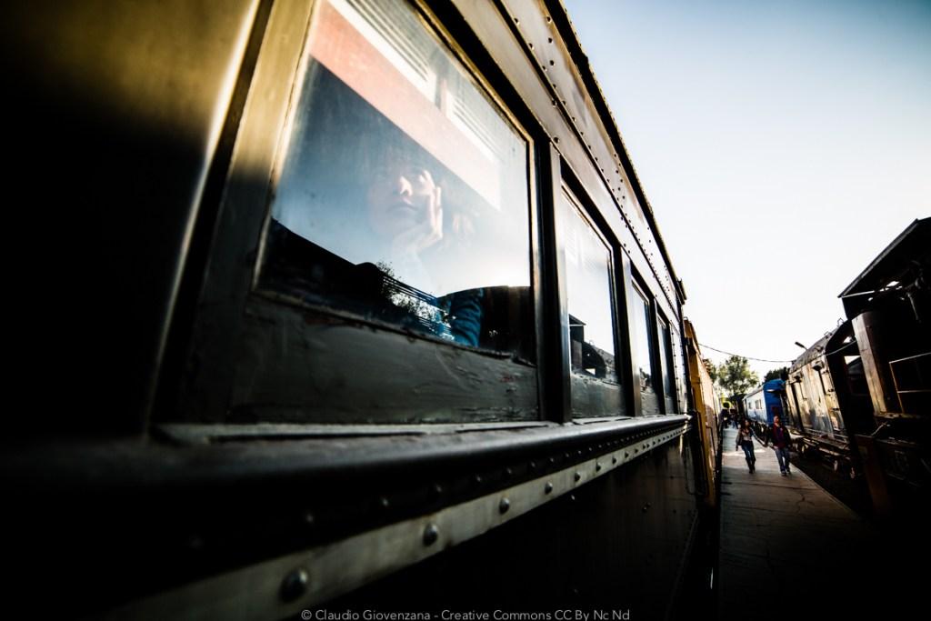 Il museo di treni in Messico a Puebla e una passeggera che guarda fuori dal finestrino...un viaggio in treno?