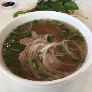 Warming up with a bowl of pho tai at Le's Pho in Uptown