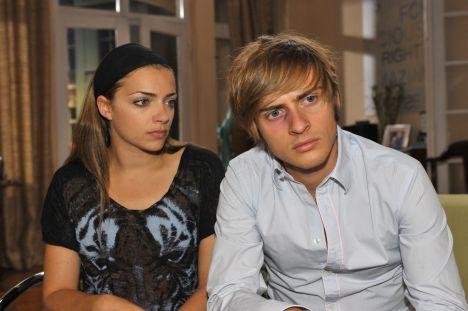 Auch Emily (Anne Menden) kann Philip (Jörn Schlönvoigt) die Selbstzweifel nicht nehmen.