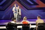 X Factor 2011: Barne Heimbucher und Sebastian Schmidt mit Texthängern - TV