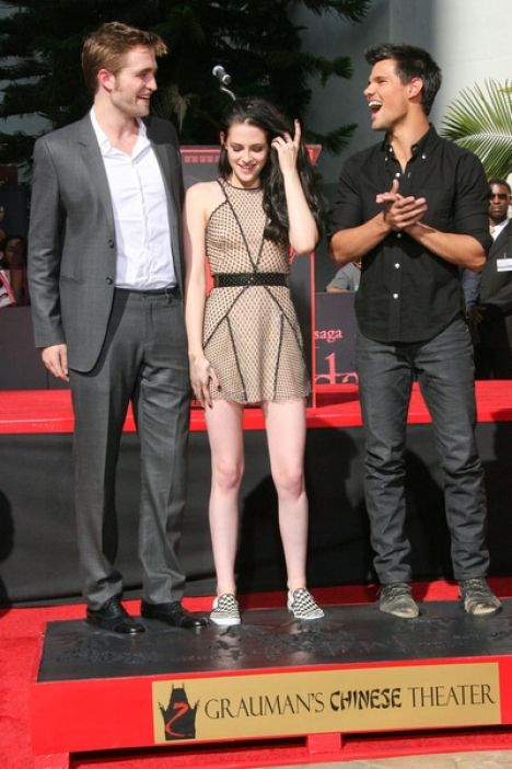Kristen Stewart, Robert Pattinson and Taylor Lautner Hand and Footprint Ceremony at Grauman's Chinese Theatre in Hollywood
