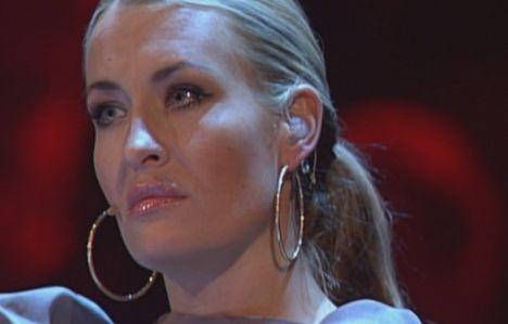 X Factor 2011: Monique Simon und Raffaela Wais im Duell! Monique muss gehen! - TV