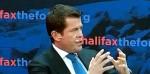 Netzaktivisten drücken Guttenberg Torte ins Gesicht
