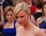 Charlize Theron fühlt sich neben Kristen Stewart wie ein Teenager - Promi Klatsch und Tratsch