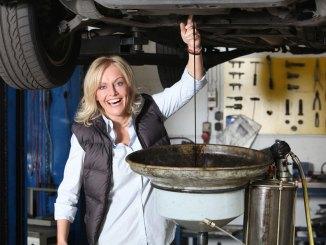 """""""auto mobil"""" mit Birte Karalus testet die Mittelklasse - TV News"""