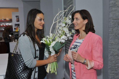 Jasmin (Janina Uhse, li.) und ihre Mutter Katrin (Ulrike Frank)