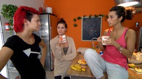 Berlin Tag und Nacht: Jessi und Sara - Freundschaft auf harte Probe gestellt! - TV