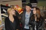 Lilly (Iris Mareike Steen, li.), Vince (Vincent Krüger) und Tanja (Senta-Sofia Delliponti) bei GZSZ