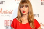 Taylor Swift Switches on Westfield Shopping Centre's Christmas Lights in London