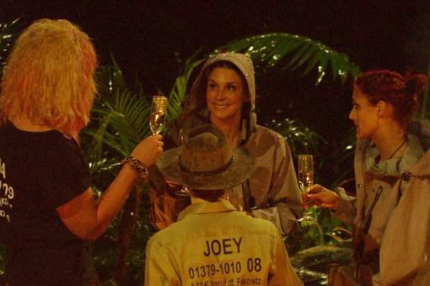 Dschungelcamp 2013: Joey Heindle trinkt nicht gern vor der Kamera! - TV News
