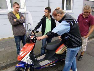 """Die Wollnys - Eine schrecklich große Familie!: Die """"Söhne"""" helfen! - TV News"""