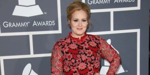 Adele: Tattoo an der Hand!