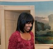 Michelle Obama denkt über neue Frisur nach