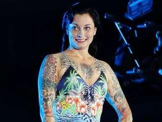 Lina van de Mars: Schlagzeug, Autos und der Sprungturm! - TV News