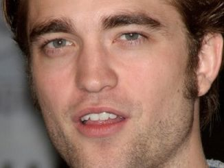 """Robert Pattinson - ress Conference for Summit Entertainment's """"New Moon"""" - Hilton San Diego Bayfront Hotel thumb"""