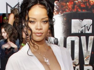 Rihanna - 2014 MTV Movie Awards thumb