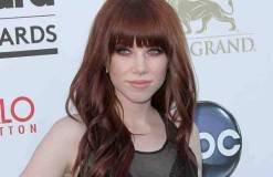Carly Rae Jepsen hilft Tom Hanks