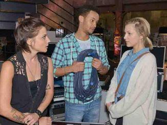 Anni (Linda Marlen Runge, l.), Amar (Thando Walbaum) und Lilly (Iris Mareike Steen) bei GZSZ