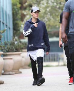 Justin Bieber Sighted in Los Angeles on October 16, 2015