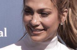 Jennifer Lopez stark für Kurven
