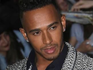 Lewis Hamilton erobert die Lüfte - Promi Klatsch und Tratsch