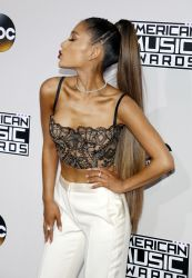 Ariana Grande - 2016 American Music Awards - 3